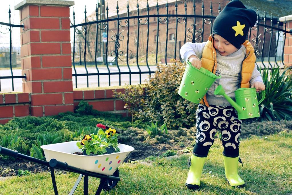 zabawy na podwórku z dzieckiem