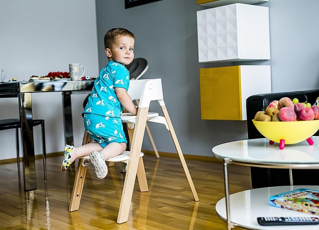 krzesło drewniane dla dziecka