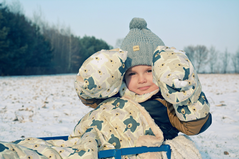 radość zima sanki
