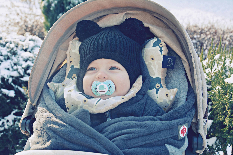 zima spacer z niemowlakiem