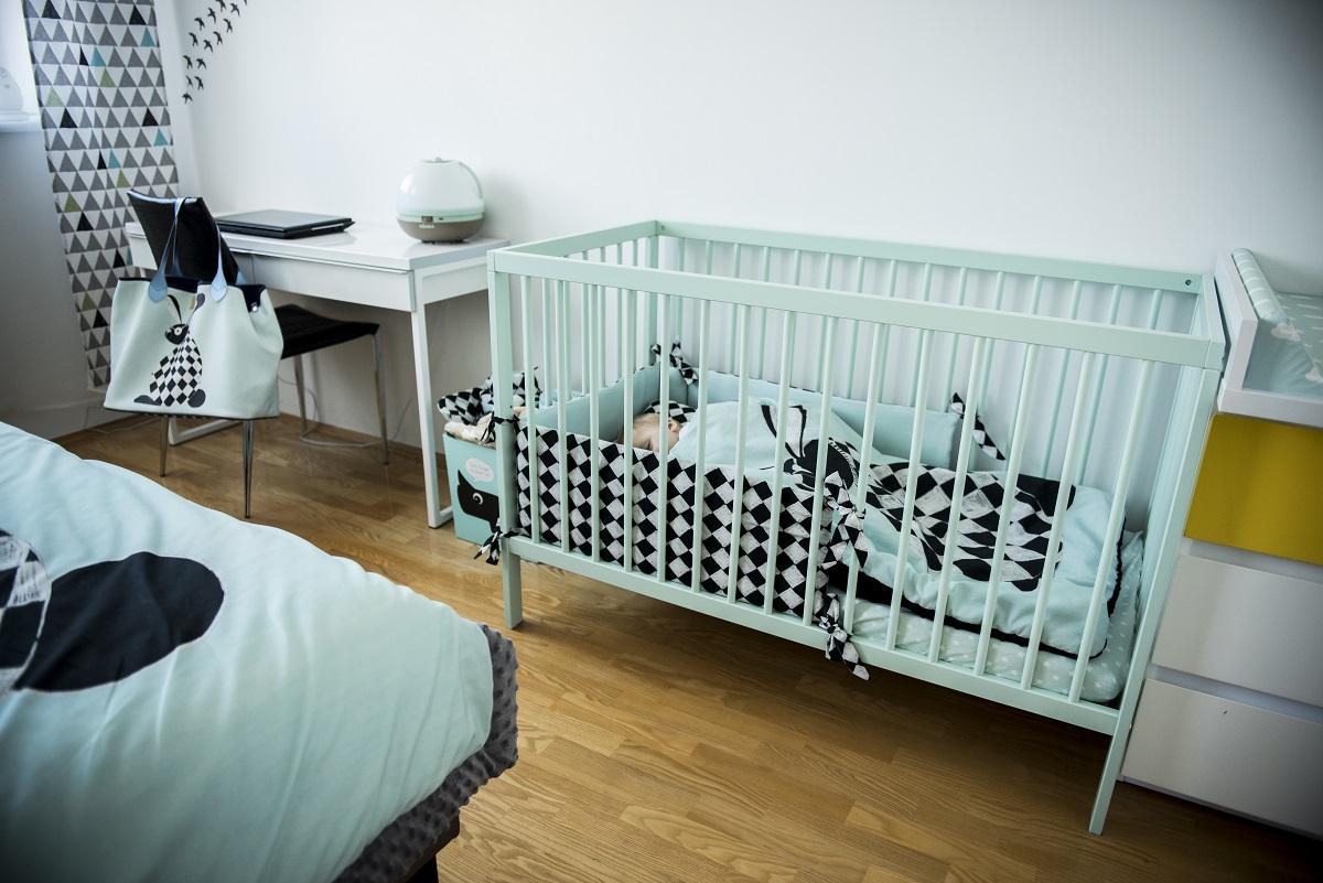 Sypialnia W Kolorze Mięty Z Kącikiem Dla Dziecka