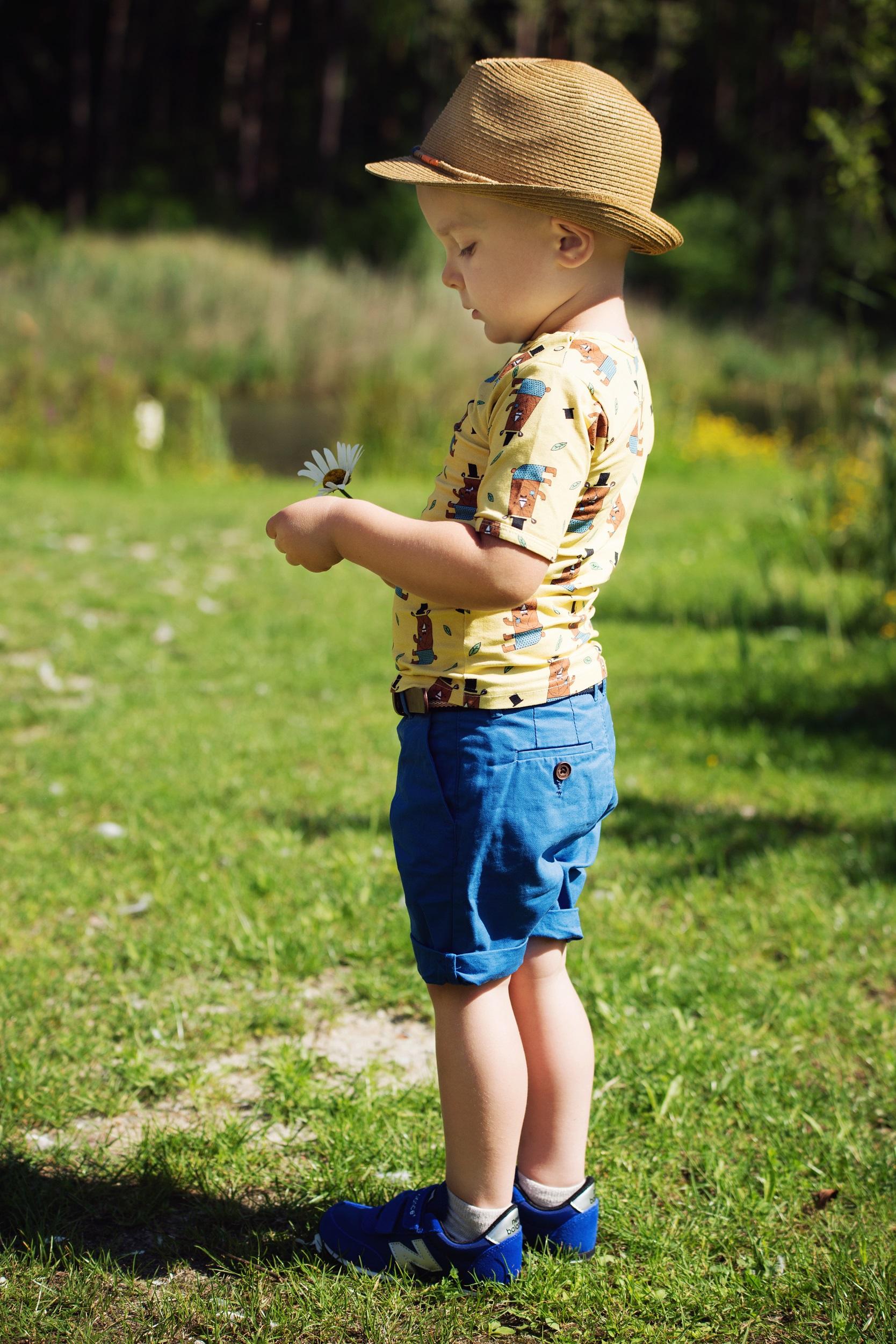 modny chłopiec