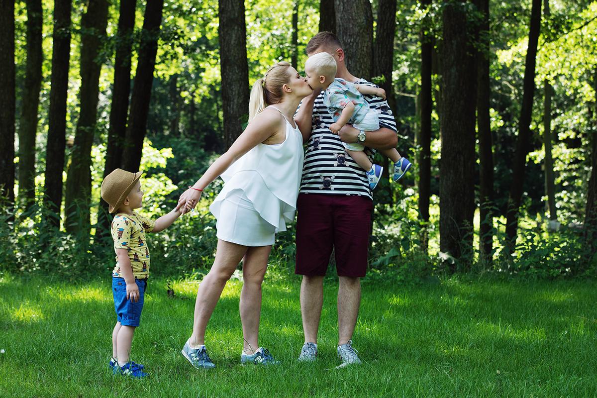 rodzice i dwójka dzieci