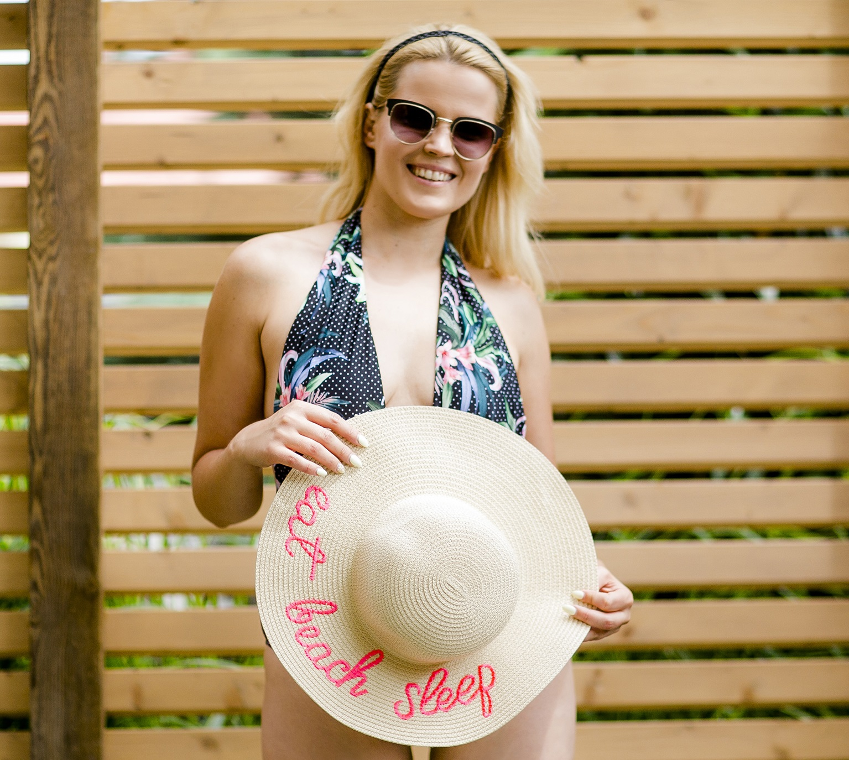 słomkowy kapelusz na lato