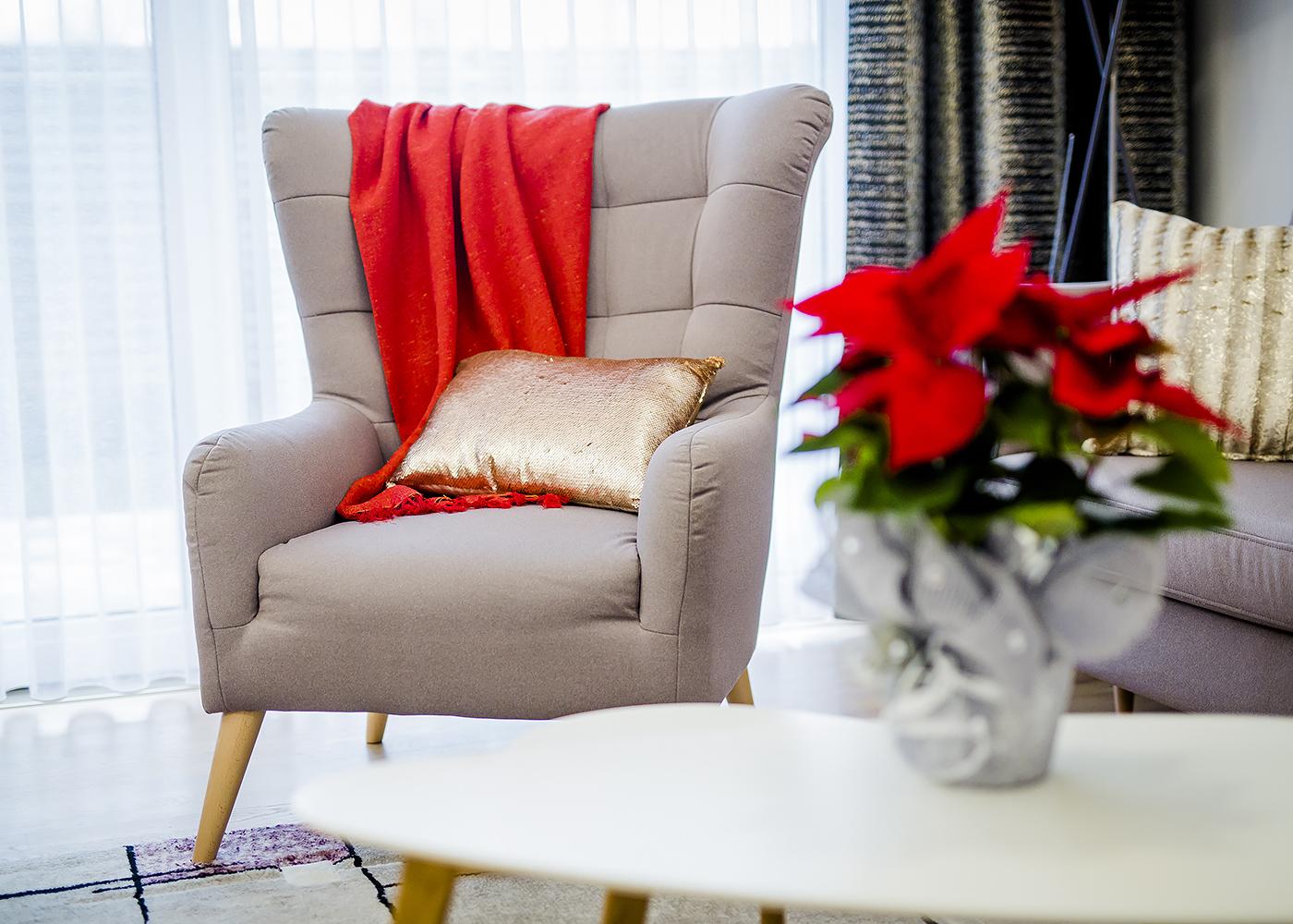 dekoracje do domu czerwień ze złotem