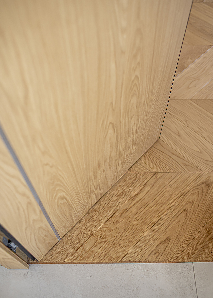 korek łączenie drewniana podłoga z płytką