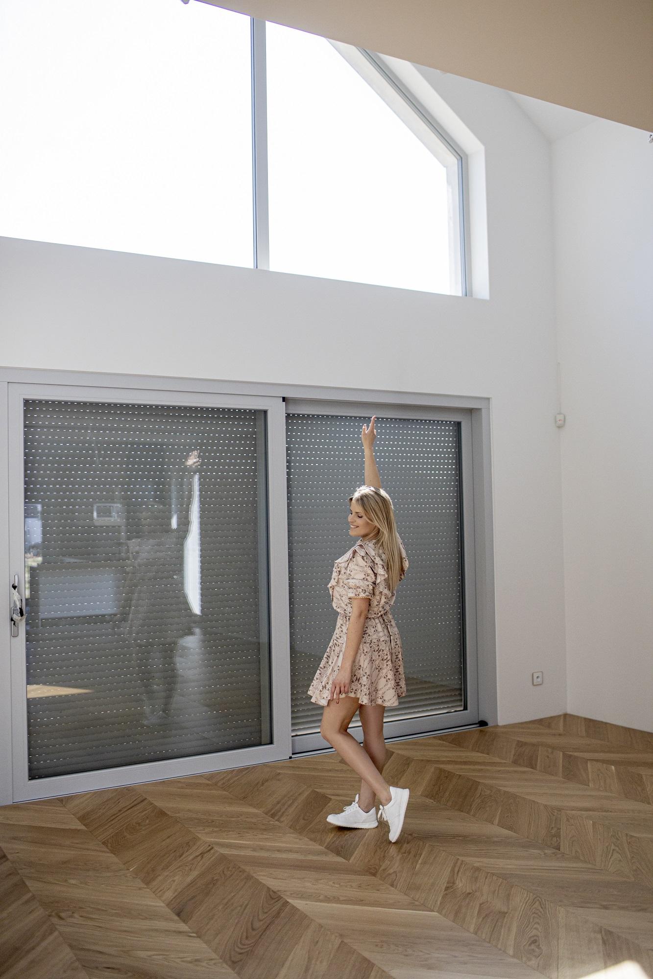 nowoczesny dom drewniane podłogi